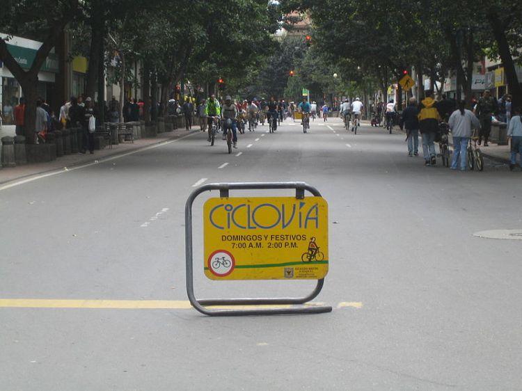 800px-Ciclovia-bogota